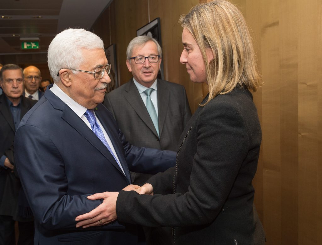 Could Mahmoud Abbas divert from the US financial and political support? 2