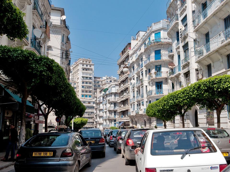 Les partis politiques algériens tendent la main à la société civile
