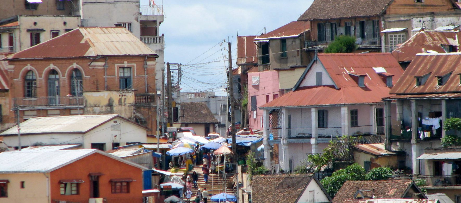 Outsourcia devient actionnaire majoritaire de SCEMI et s'installe à Madagascar