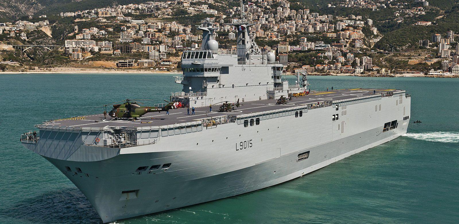 Un porte-hélicoptères construit en France rejoint officiellement les forces navales égyptiennes