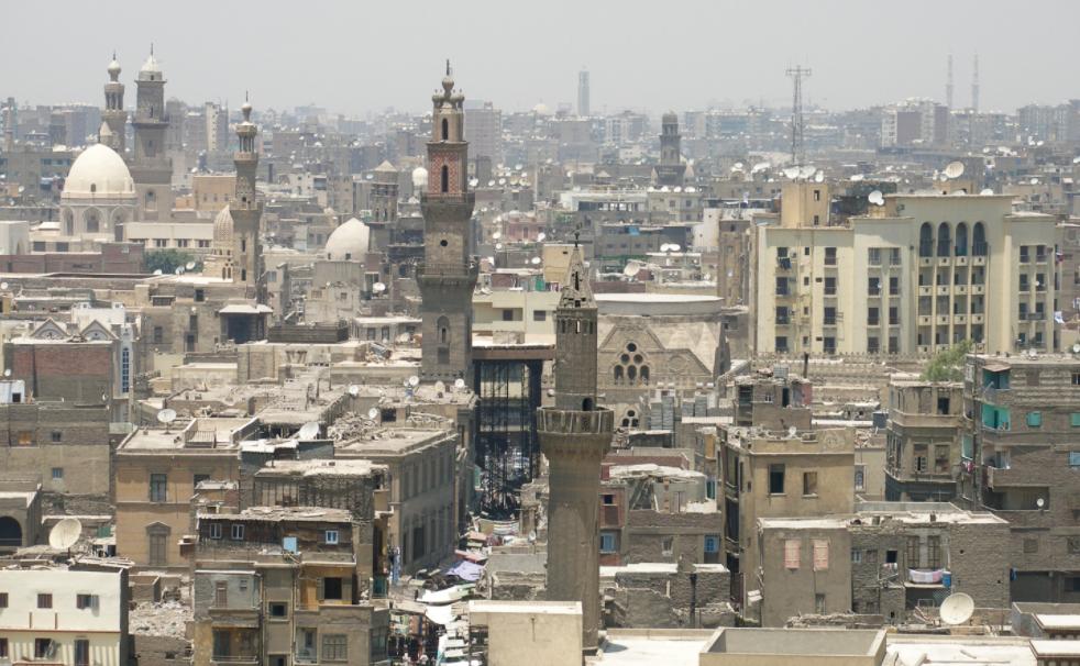 L'Egypte durcit fortement les mesures de confinement et prend de nouvelles mesures pour son économie à travers 13 décisions fortes