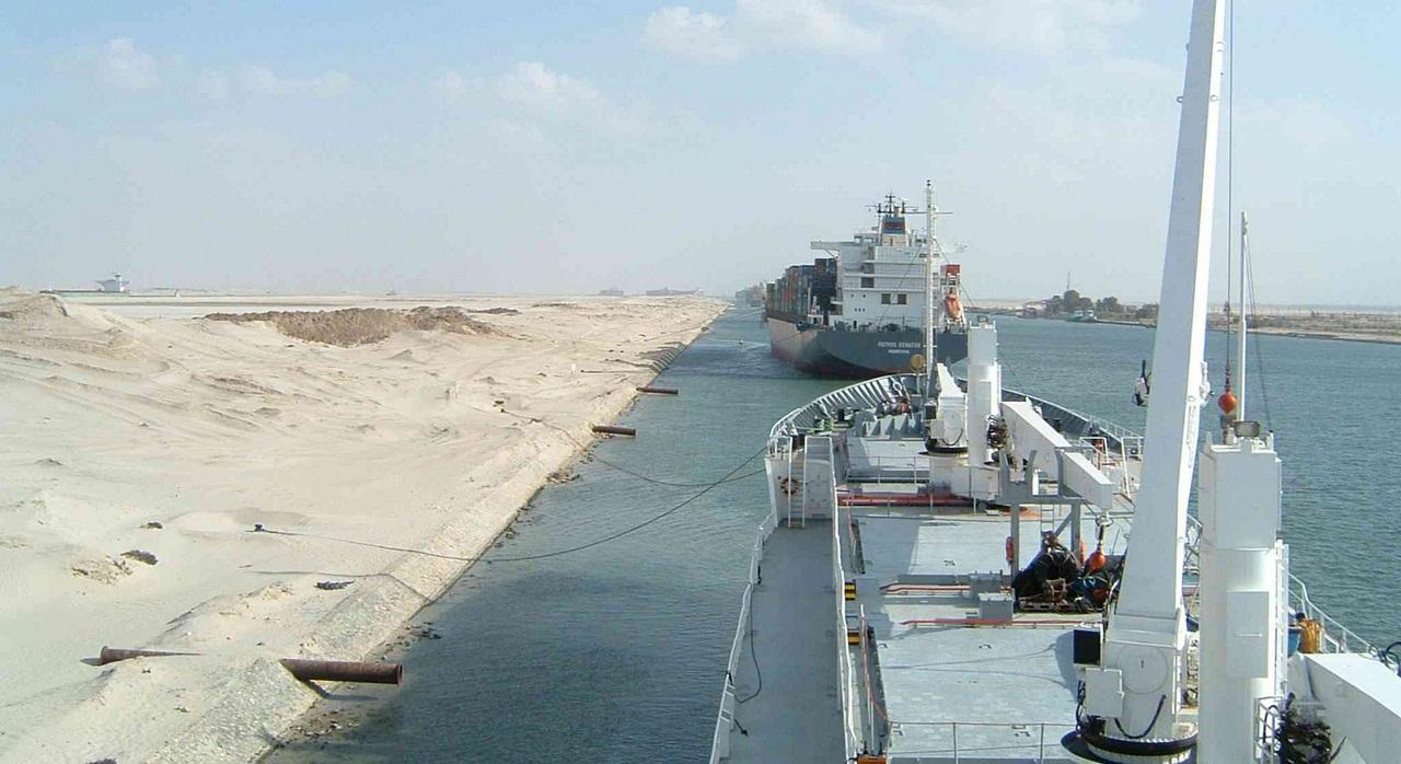 Les revenus du Canal de Suez plongent malgré les derniers agrandissements