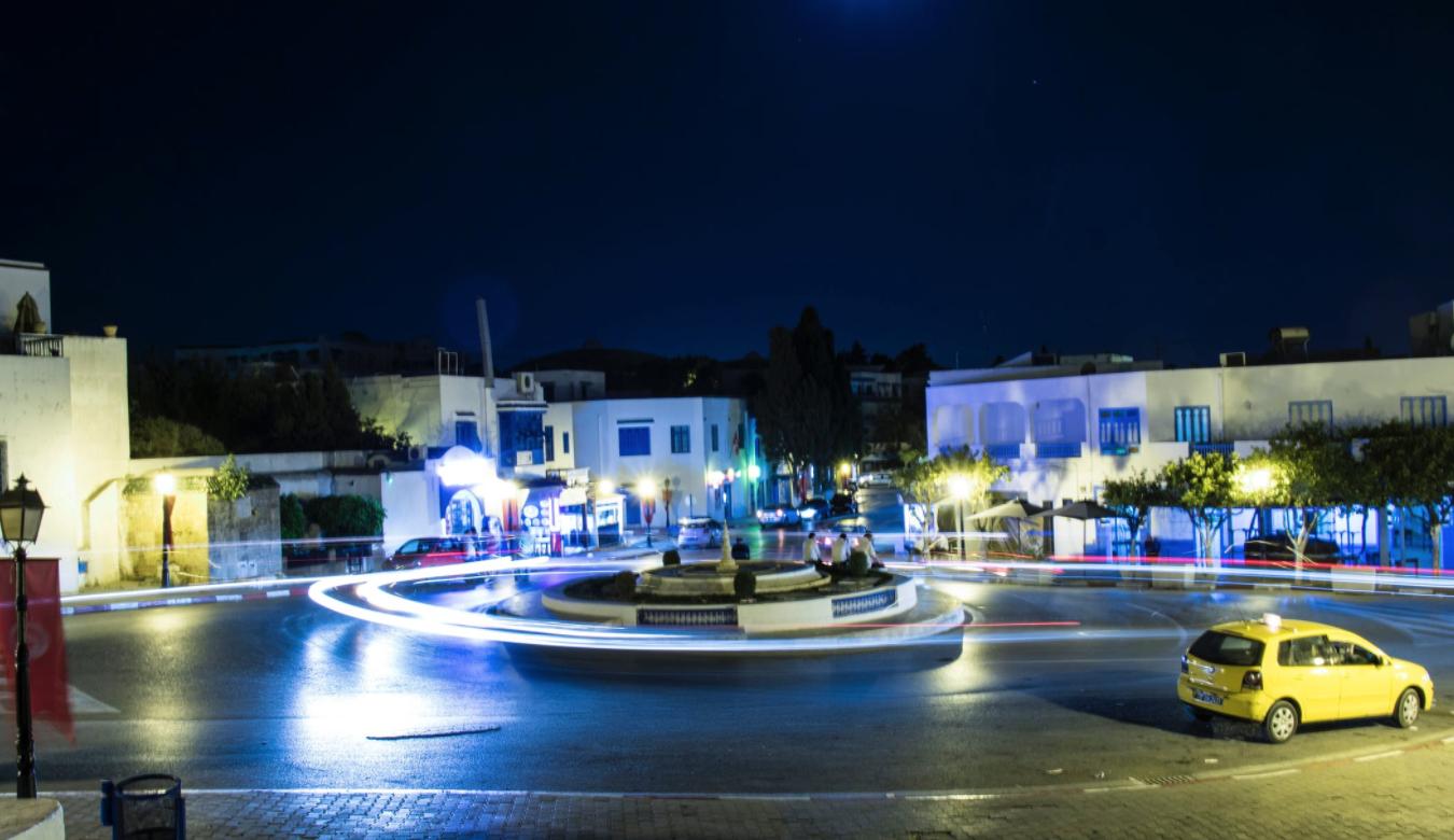 La Tunisie accélère ses mesures de déconfinement avec la réouverture de l'ensemble des commerces