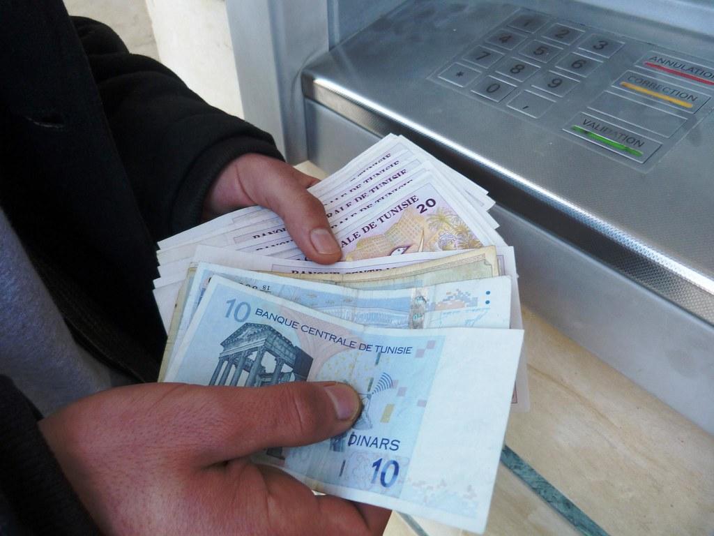 Tunisie : 17 banques locales ont accordé à l'Etat un crédit en devises de 455 millions d'€ et l'Algérie a déposé 150 millions de € à la Banque centrale de Tunisie