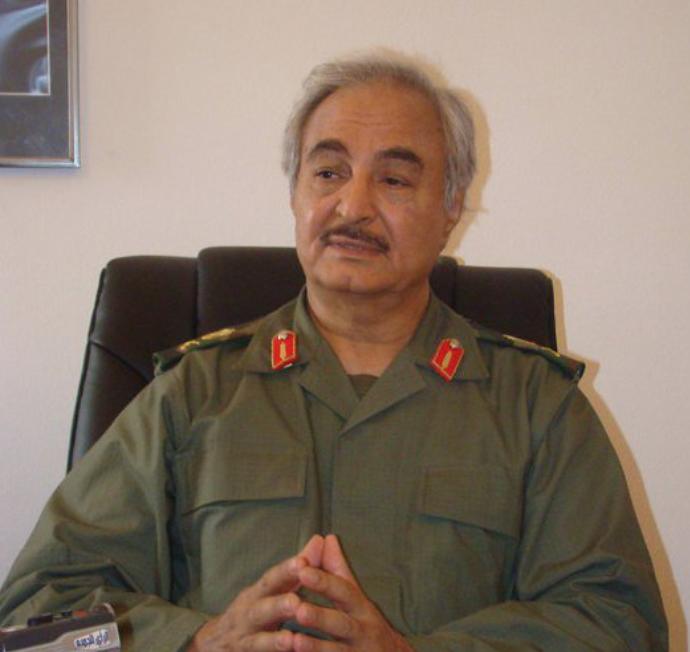 Libye :Khalifa Haftars'est autoproclamé le nouveau chef légitime dupays. Explications etenjeux