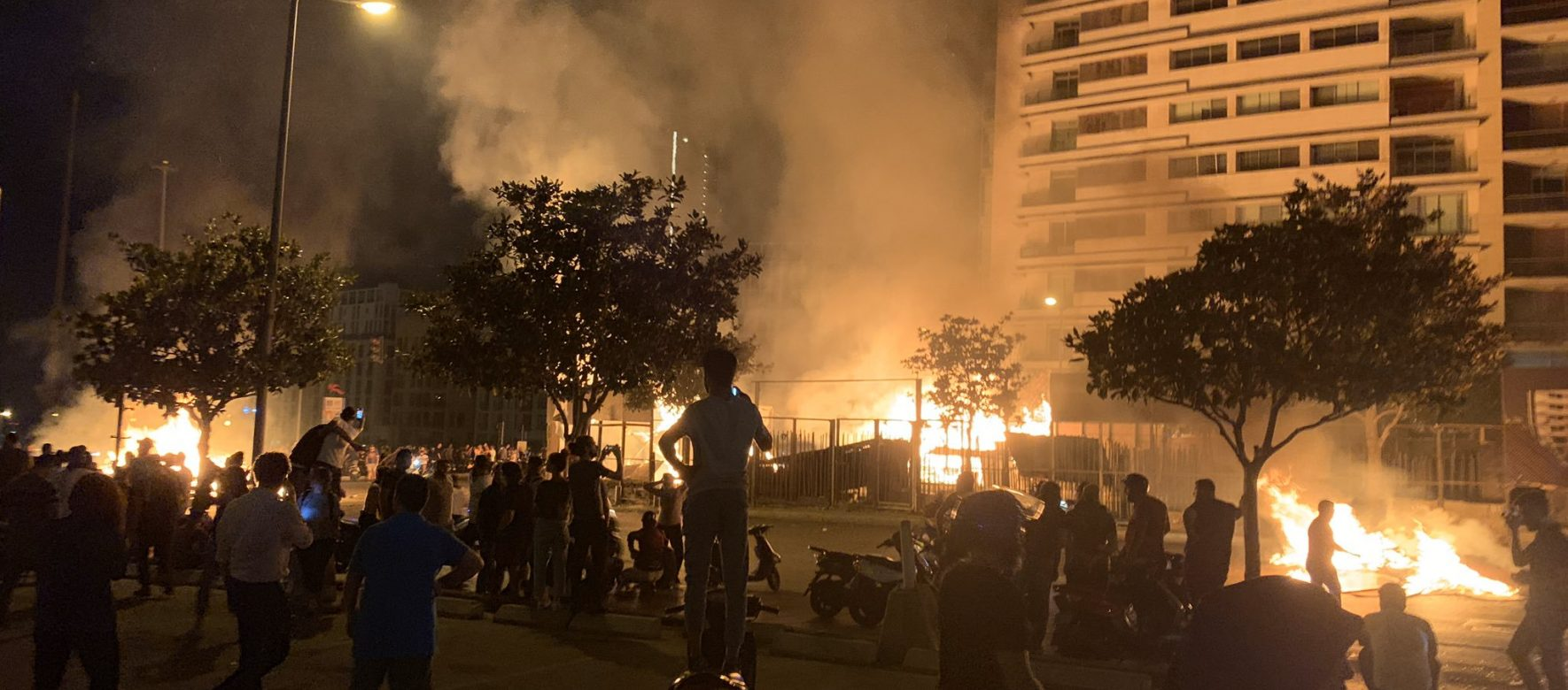 Protests gain momentum in Lebanon 1