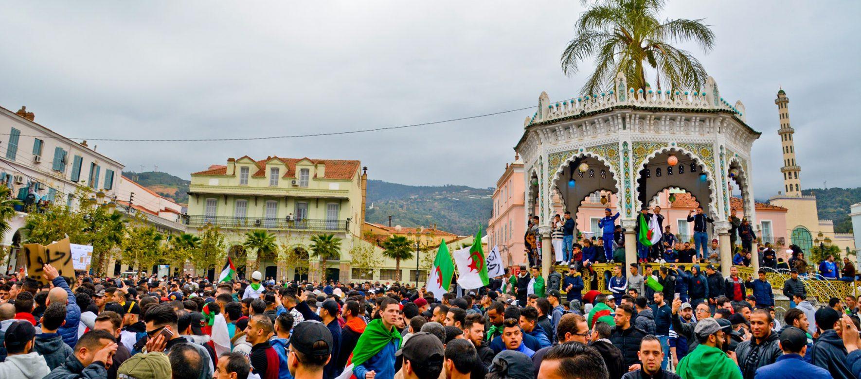 Algérie : Hirak fête son premier anniversaire, la contestation populaire a-t-elle un avenir ?
