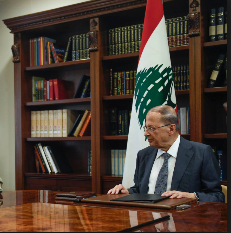 Tapis rouge pour le président libanais en France