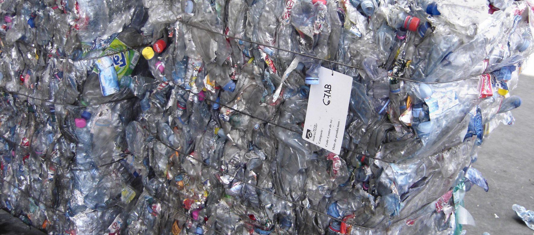 Un professeur algérien invente une technique de régénération des déchets en plastique