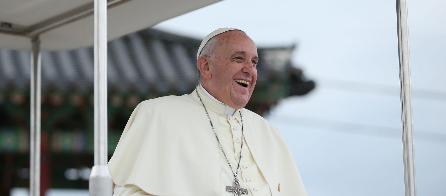 34 ans après Jean-Paul II, le Pape François arrive au Maroc