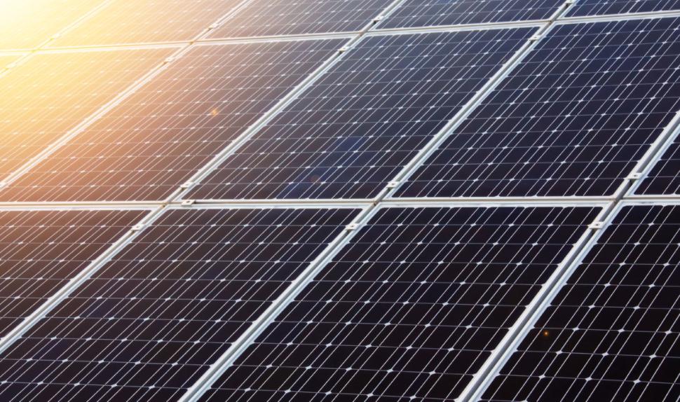 L'Egypte reçoit la garantie de la Banque mondiale pour l'exploitation et la maintenance de 6 centrales solaires du pays qui alimentent 420 000 ménages