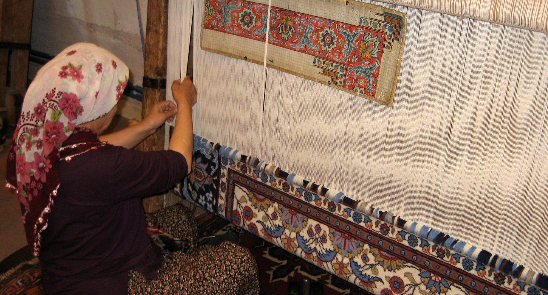 Tunisie : Lancement de la plateforme elmensej.tn qui a pour vocation d'accompagner les artisanes à repenser leurs produits, à valoriser leur savoir-faire et à accéder à une clientèle