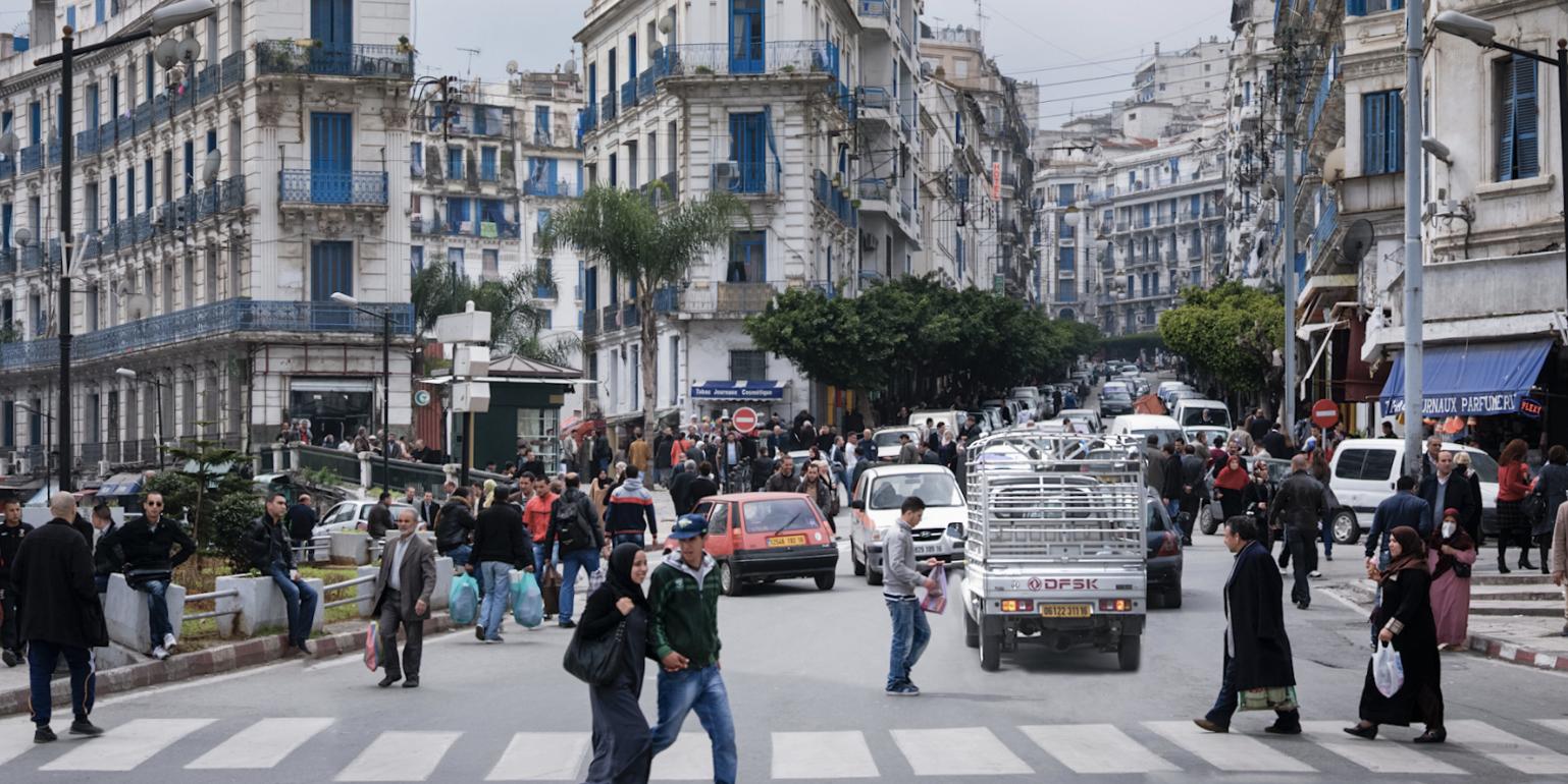 L'Algérie vote pour une nouvelle constitution mais avec un taux d'abstention record
