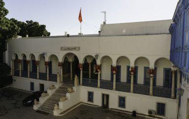 Tunisie :  Le président Kaïs Saïed promulgue un décret présidentiel prolongeant le gel du pouvoir parlementaire, la levée de l'immunité parlementaire, et mettant fin aux salaires et privilèges accordés aux députés et au président du Parlement . 1