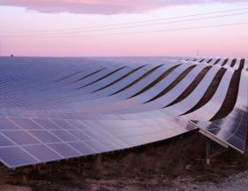Libye : La société pétrolière italienne veut investir fortement dans le gaz naturel et les énergies renouvelables avec des centrales photovoltaïques